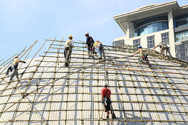 building a scaffold with bamboo in Hong Kong-1